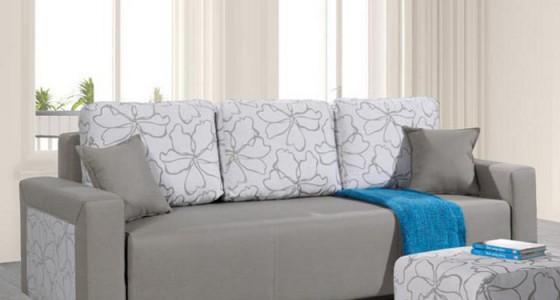ruse kanapé szürke virágmintás párnákkal